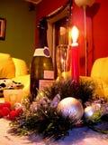 Neu-Jahr Aufbau mit Kerze und Champagner Lizenzfreie Stockfotos