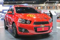 Neuauflage von Manchester United-Auto von Chevrolet an der 35. Bangkok-Internationalen Automobilausstellung, Konzept-Schönheit im  Stockbild