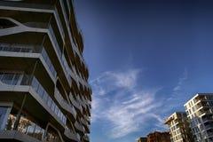 Neue Architektur des Himmelblaus Lizenzfreies Stockbild