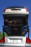 Neue Automobile bei dem Transport Stockbilder