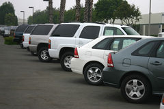 Neue Automobile für Verkauf Stockbilder