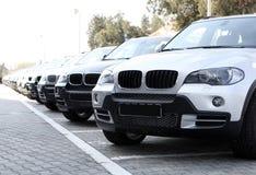 Neue Autos Stockfotos