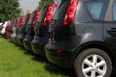 Neue Autos in einer Reihe Lizenzfreies Stockfoto