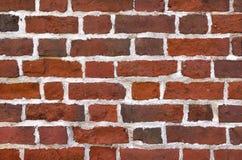 Neue Backsteinmauer errichtet von den alten Ziegelsteinen Lizenzfreie Stockbilder