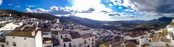 Neue Brücke in Ronda, eins der berühmten weißen Dörfer in Andalusien stockfotos