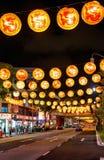 Neue Brücken-Straße von Singapur Chinatown verziert für neues Jahr Stockfotos