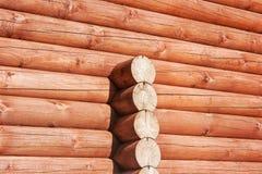 Neue braune Blockhauswand Stockfoto