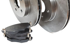 Neue Bremsenplatten und -auflagen Stockfotos