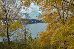 Neue Darnytskyi-Brücke in Kiew, Ukraine Lizenzfreie Stockfotos