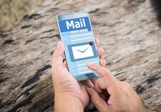 Neue E-Mail-Mitteilung am Handy Stockbild