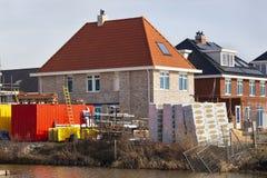 Neue errichtete Häuser in den Niederlanden stockbild