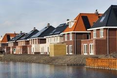 Neue errichtete Häuser in den Niederlanden lizenzfreie stockfotografie