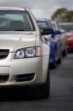 Neue Fahrzeuge im que Stockfoto