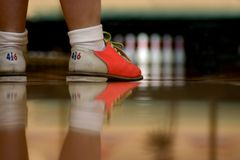 Neue Fangled Bowlingspiel-Schuhe Stockfotografie