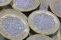 Neue Frage eine Pfundbi-Farbmünzen lizenzfreie stockbilder