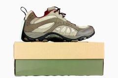 Neue Fußbekleidung auf einem Schuhkasten Stockfotos