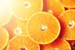 Neue geschnittene orange Fruchtbeschaffenheit Makro, Draufsicht, Kopienraum Dieses ist Datei des Formats EPS8 Saftiger Orangenhin Lizenzfreie Stockfotos
