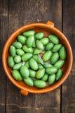 Neue grüne Oliven Stockfotos
