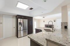 Neue Granit-Küche Stockbilder