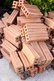 Neue Gruppe des rohen Ziegelsteines für das Errichten oder Bau stockbilder