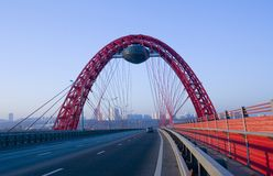 Neue guyed Brücke auf Moskau-Fluss Lizenzfreies Stockbild