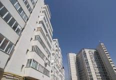 Neue Häuser kompliziert Stockbilder