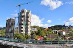 Neue Häuser in Sochi Lizenzfreie Stockbilder