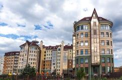 Neue Häuser von Omsk Stockbilder