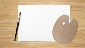 Neue hölzerne Palette mit der Kunstbürste, lokalisiert auf weißem Hintergrund und hölzernem Hintergrund stockfoto
