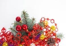 neue Ideen, das Haus zu verzieren dieses Weihnachten Hintergrund beleuchtete Girlande der farbigen Glühlampen Stockfoto