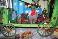 neue Ideen, das Haus zu verzieren dieses Weihnachten Kinderunterhaltung Lizenzfreie Stockfotos