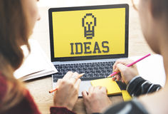 Neue Ideen spornen Kreativitäts-Konzept an Stockbild