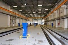 Neue Industriebauten der elektrischen Bahnauto-Reparaturanlage Oktyabrsky Stockfotos