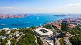 Neue Istanbul-Skyline-Stadtbild-Vogelperspektive von schönem Bosphorus lizenzfreie stockfotos