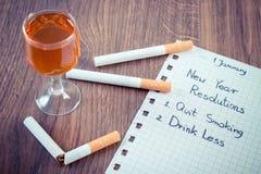 Neue Jahre der Beschlüsse, beendigtes Rauchen, trinken weniger Alkohol Stockfotografie