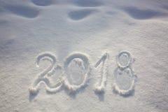 Neue Jahre des Datums 2018 geschrieben in Schnee Lizenzfreie Stockfotos