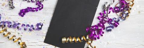 Neue Jahre Eve Background mit schwarzer Karte Stockbilder