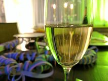 Neue Jahre Feier mit Champagne lizenzfreie stockbilder