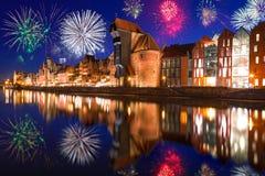 Neue Jahre Feuerwerksanzeige in Gdansk Lizenzfreie Stockfotos