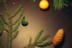 Neue Jahre Hintergrund mit Tannenbaum, Lizenzfreie Stockfotografie