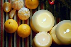 Neue Jahre Stillleben mit Kerzen Lizenzfreie Stockfotografie
