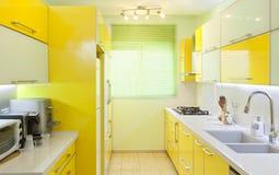 Neue Küche in einem modernen Haus stockfotografie