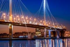 Neue Kabelbrücke von St Petersburg stockbilder