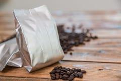 Neue Kaffeefolientasche Stockfotos