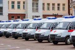 Neue Krankenwagen in der Linie Lizenzfreies Stockbild