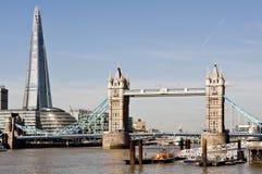 Neue London-Skyline mit Turm-Brücke und dem neuen die Scherbe. Im Jahre 2013 geschossen Stockbilder