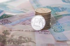 Neue Münze und Banknoten des russischen Rubels Stockfotografie
