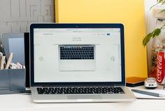 Neue MacBook Pro-Retina 13 Zoll von oben Stockfotografie