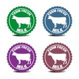 Neue Milchaufkleber des Bauernhofes Stockfotos