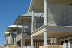 Neue moderne Häuser Stockbilder